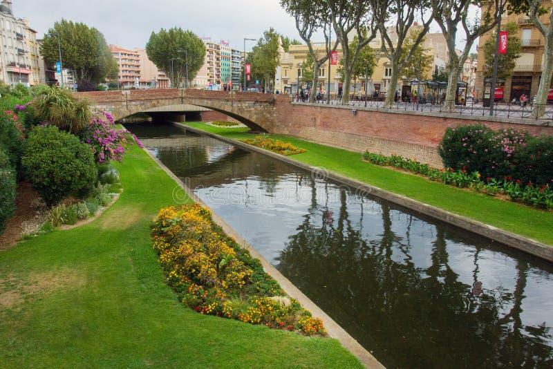 Downtown in Perpignan - rivier Te stock fotografie