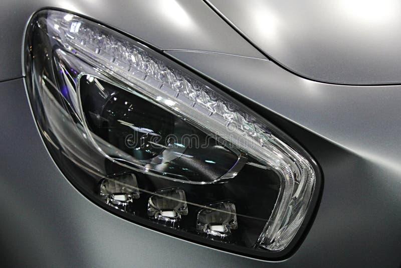 DOWODZENI reflektory na nowożytnym niemieckim wyłącznym coupe samochodzie zdjęcia royalty free