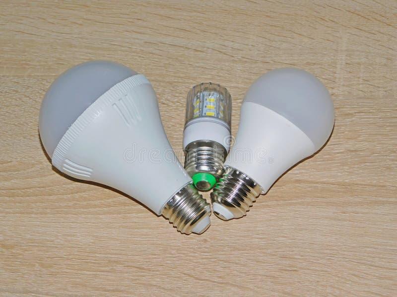 DOWODZONA lampa PROWADZĄCA żarówki porada obrazy stock
