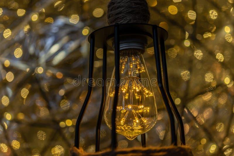 DOWODZONEGO Lightbulb Retro styl z plamy lekkiej kropki tłem zdjęcia royalty free