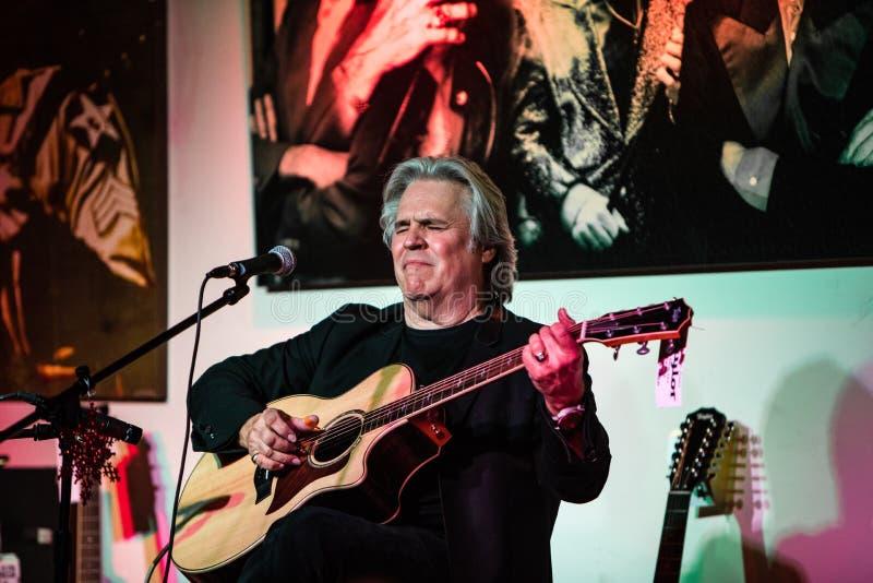 Doyle Dykes 1 manferieshow på musikcentret för Jim ` s i Tustin, CA royaltyfri fotografi
