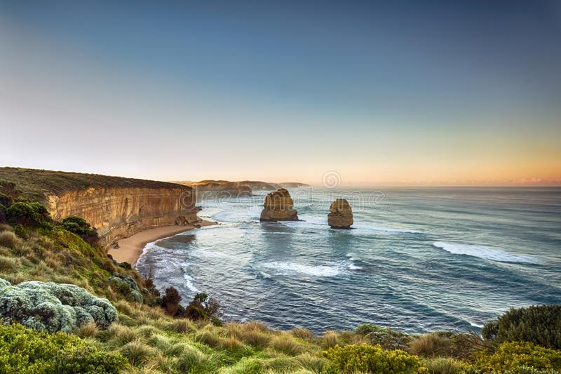 Doze apóstolos Victoria Australia no nascer do sol foto de stock