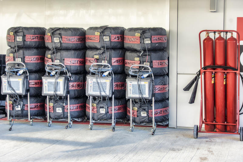 In dozen doend team Mercedes Een brandblusapparaat en reeksen wielen Nic royalty-vrije stock fotografie