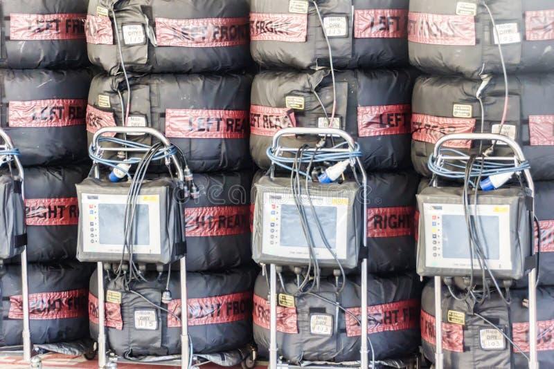 In dozen doend team Mercedes Verwarmingstoestellen van uitrustingen de rubbernico erik rosberg royalty-vrije stock foto's
