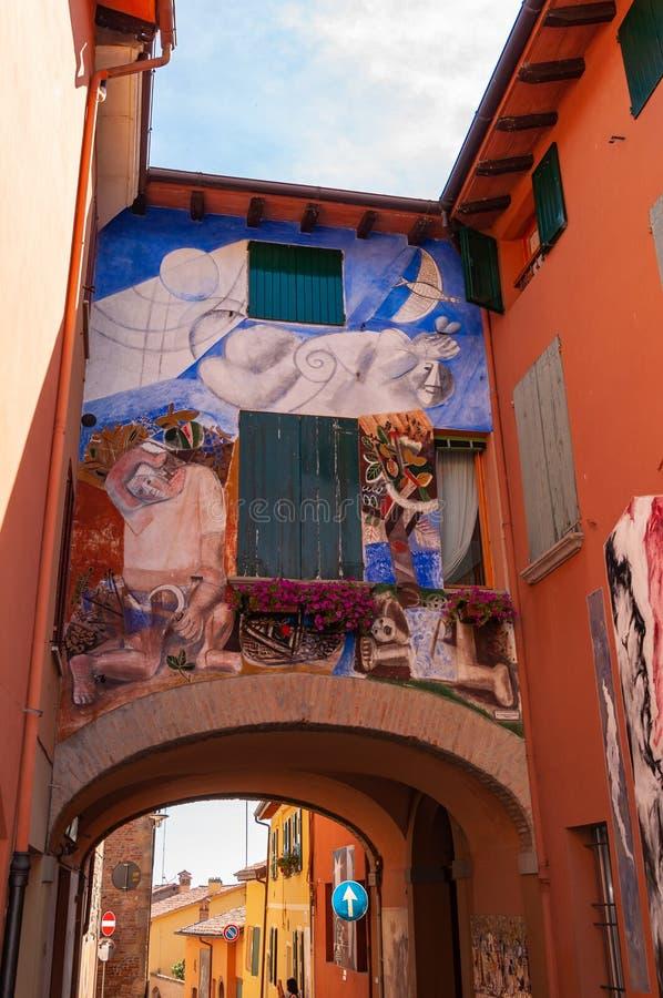 Dozza Italia: Dettaglio del villaggio antico Citt? nella regione di Emilia Romagna famosa per i suoi murali ed il castello fotografia stock