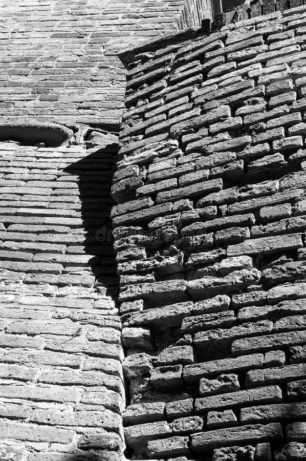 Dozza W?ochy: Szczeg?? antyczna wioska Miasto w Emilia Romagna regionie s?awnym dla sw?j malowide? ?ciennych i kasztelu fotografia stock