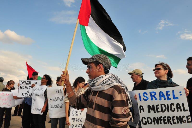 Dozzine di dottori Attempt di entrare in Gaza da Israele immagine stock libera da diritti