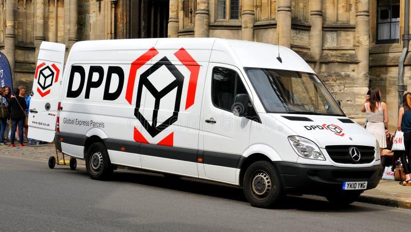 DPD-leveransskåpbil arkivfoton