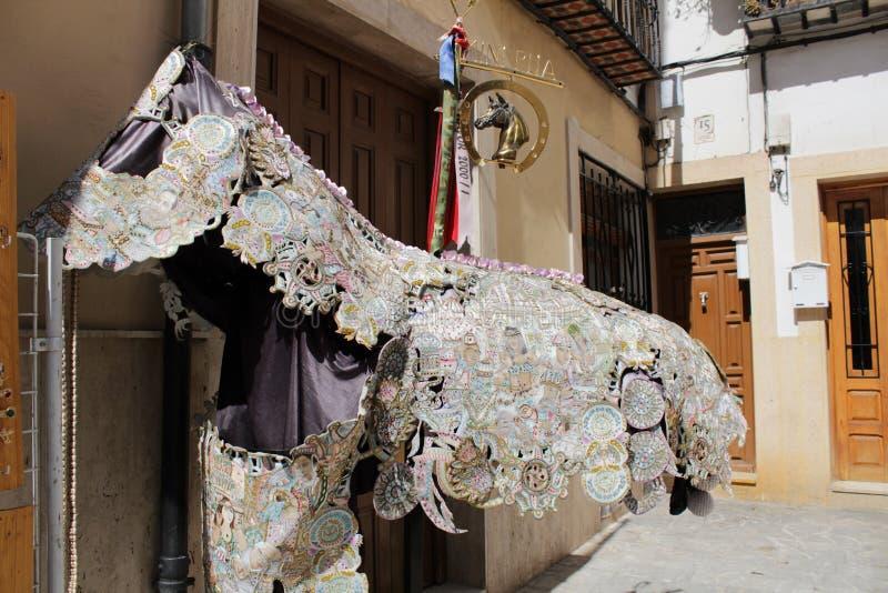 Dräkt för hästar på Caravaca de la Cruz festligheter royaltyfria foton