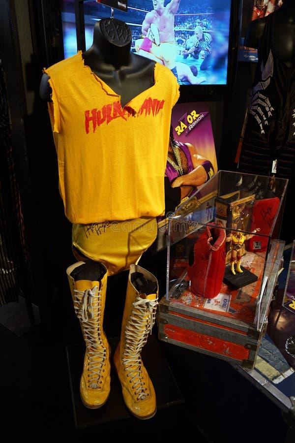 Dräkt för WWE-legendHulk Hogan Hulkamania guling på skärm fotografering för bildbyråer