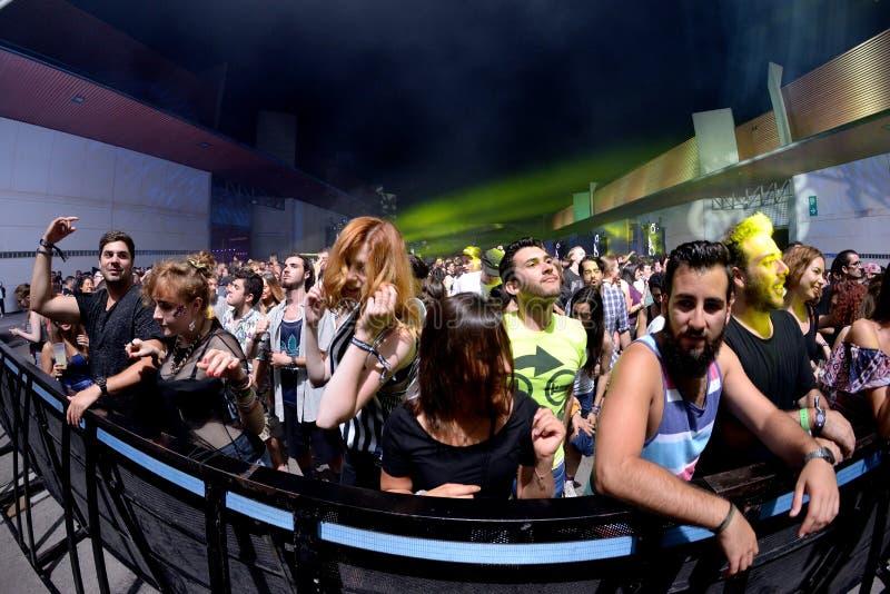 Drängen Sie Tanz in einem Konzert am Sonar-Festival stockfotos