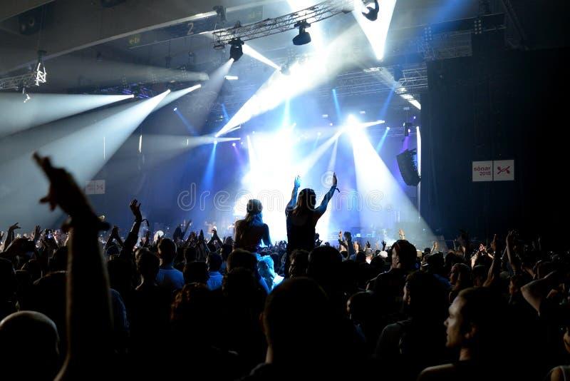 Drängen Sie Tanz in einem Konzert am Sonar-Festival lizenzfreie stockfotos