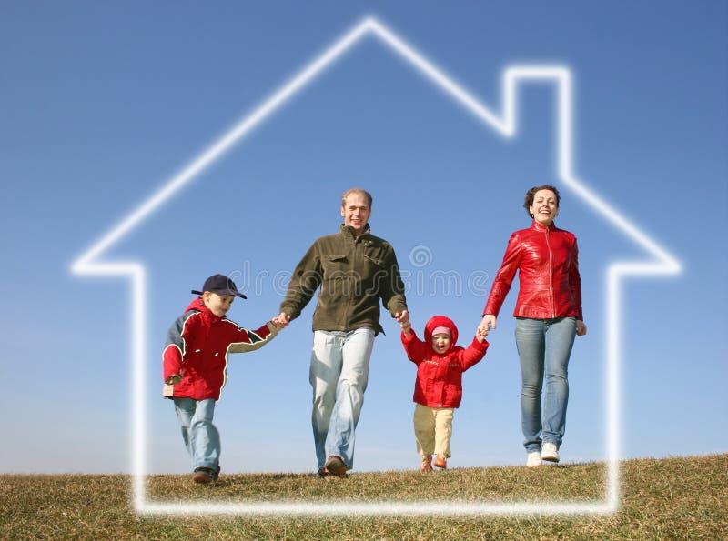 dröm- familjhusrunning arkivfoto