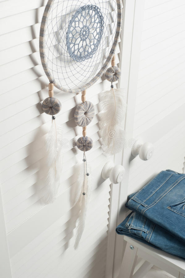 Dröm- stoppare med vita fjädrar arkivfoton
