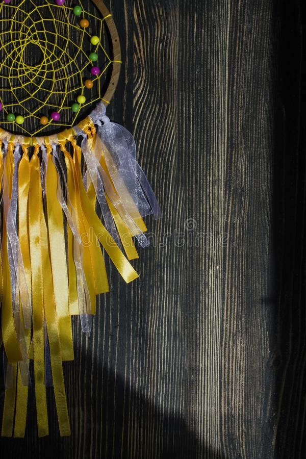 Dröm- stoppare på en mörk träbakgrund fotografering för bildbyråer