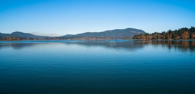 Dröm- tid på sjön royaltyfri bild