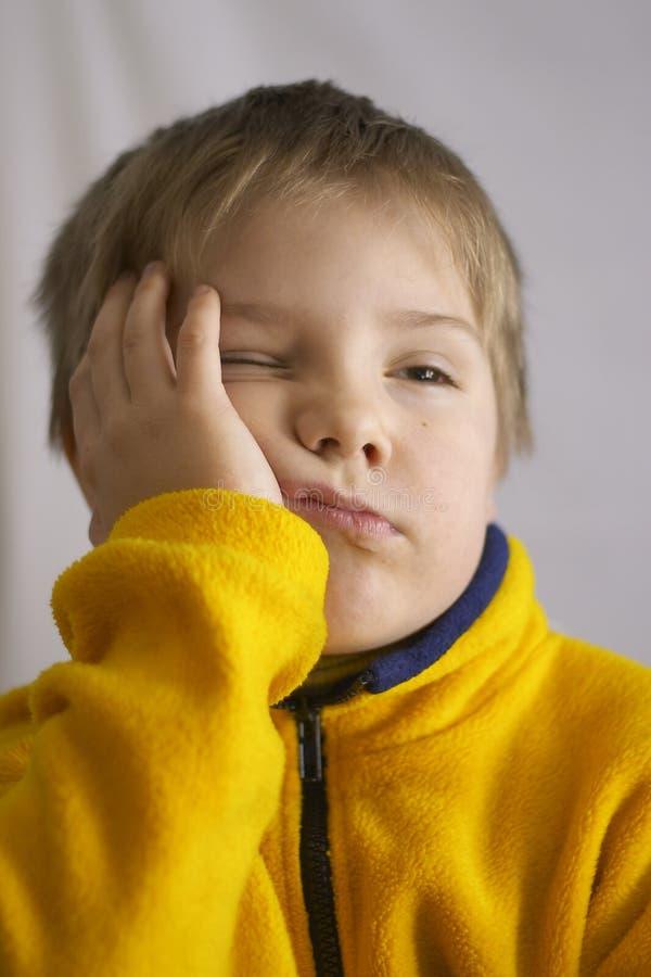 Download Drömlik pojke fotografering för bildbyråer. Bild av yellow - 508153