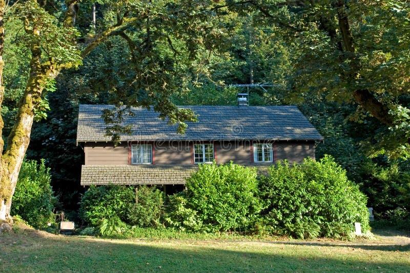 Download Drömma huset arkivfoto. Bild av gräs, däck, verkligt, cozy - 277878