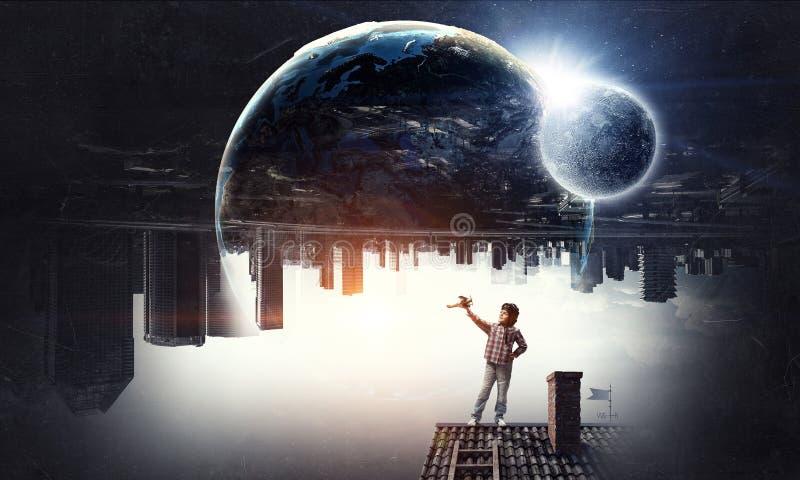 Drömma som runt om världen flyger Blandat massmedia royaltyfri fotografi