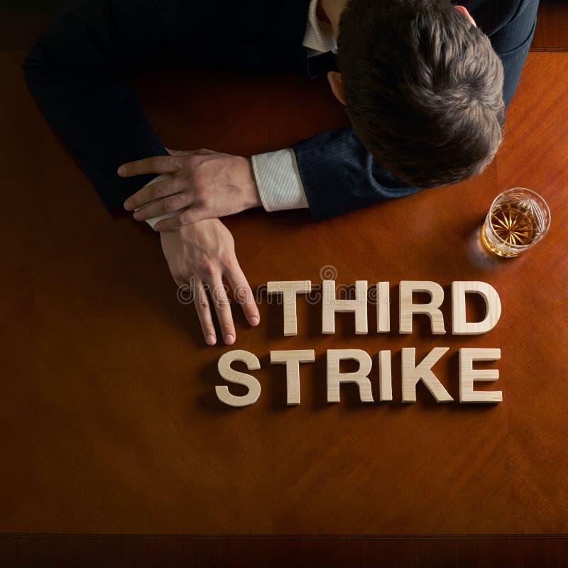 Drücken Sie dritten Streik und verheerende Mannzusammensetzung aus lizenzfreie stockfotos