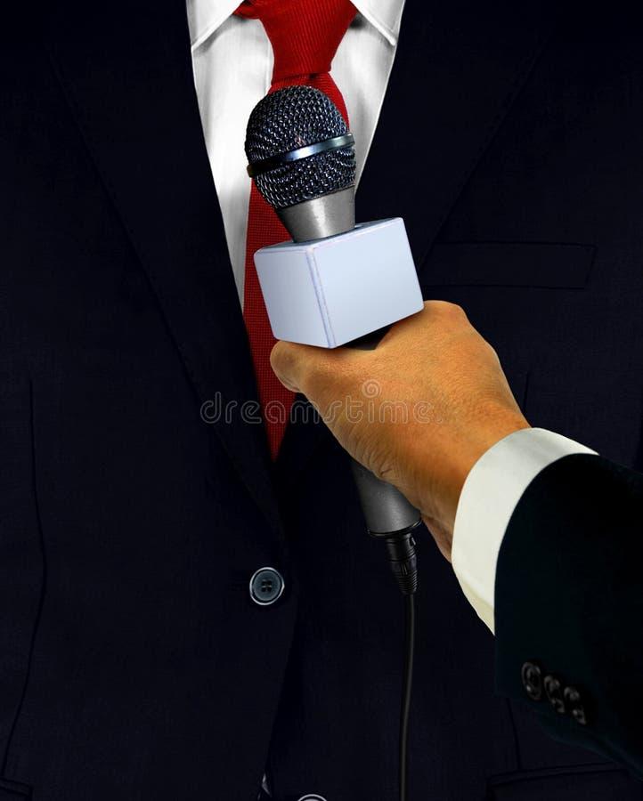 Drücken Sie Interview mit Mikrofon stockfotografie