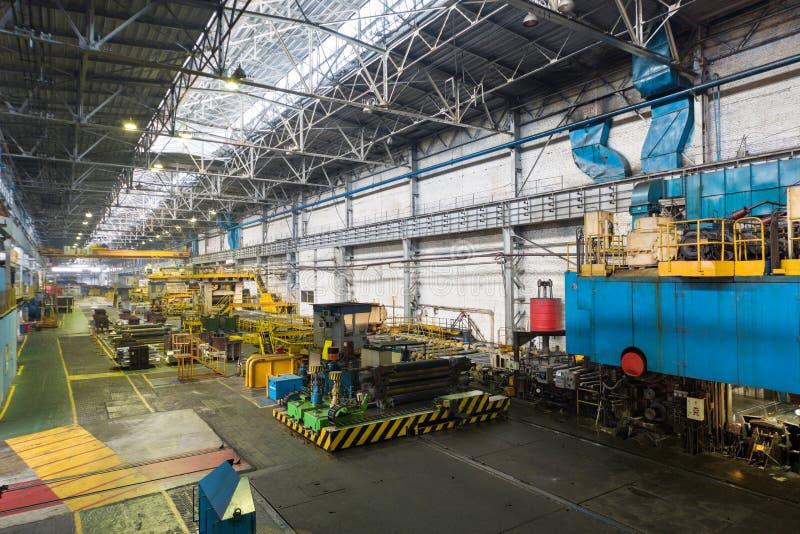 Drücken Sie Maschine des Walzwerks im Herstellungsgeschäft stockfoto