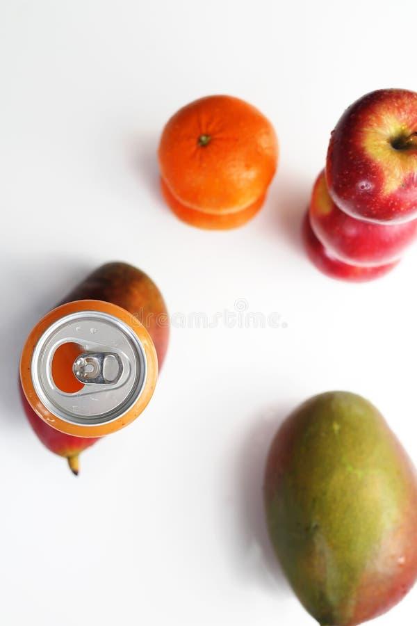 Drückte frisch Fruchtsaft-, gesunde und buntesaftdiät zusammen stockbild