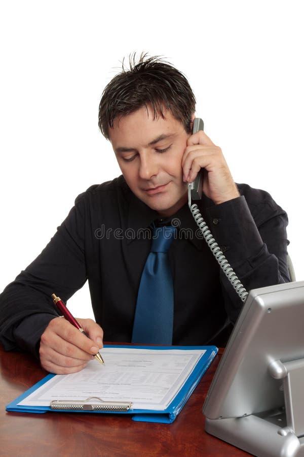 dr biznesmena wypełniania formularza. zdjęcie royalty free