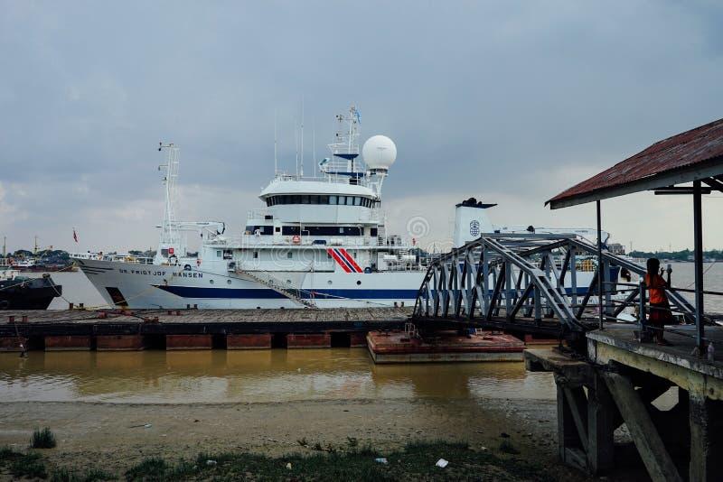 Dr. do navio Fridtjof Nansen em Yangon Myanmar imagem de stock