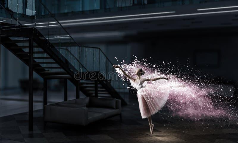 Dr?mma som blir ballerina Blandat massmedia royaltyfri bild