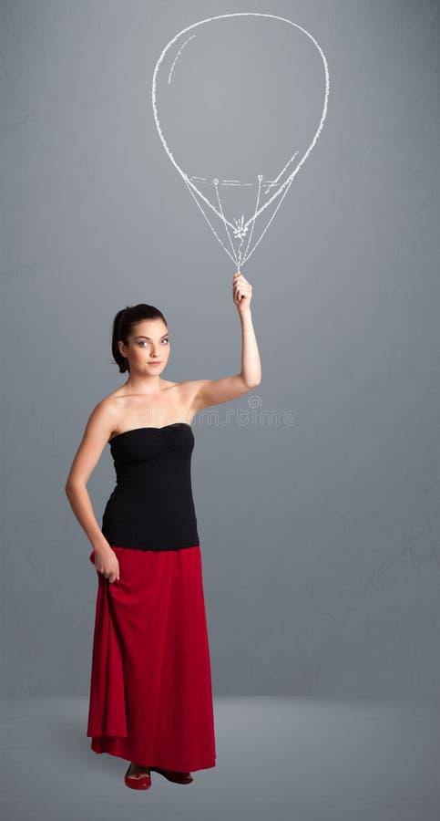 Dra för ballong för härlig kvinna hållande fotografering för bildbyråer
