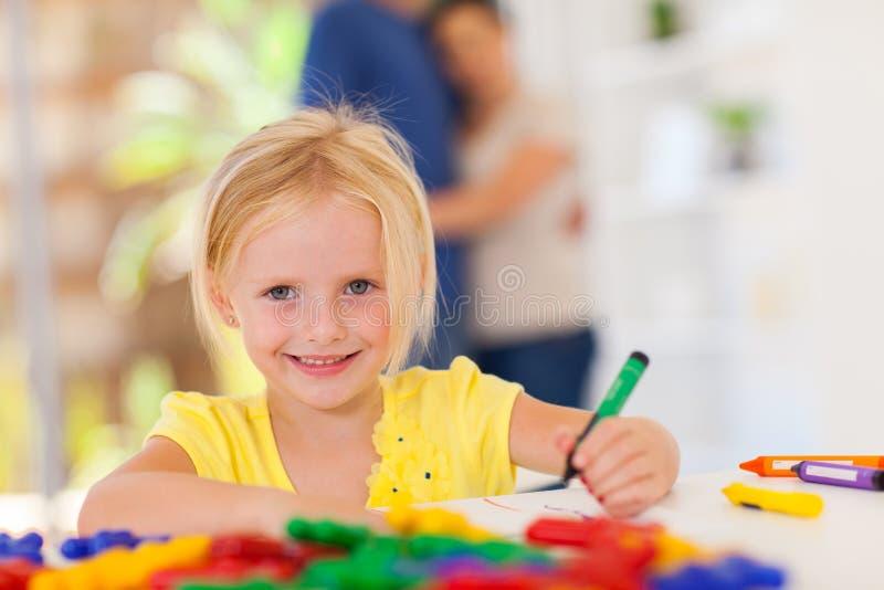Dra för liten flicka arkivbild