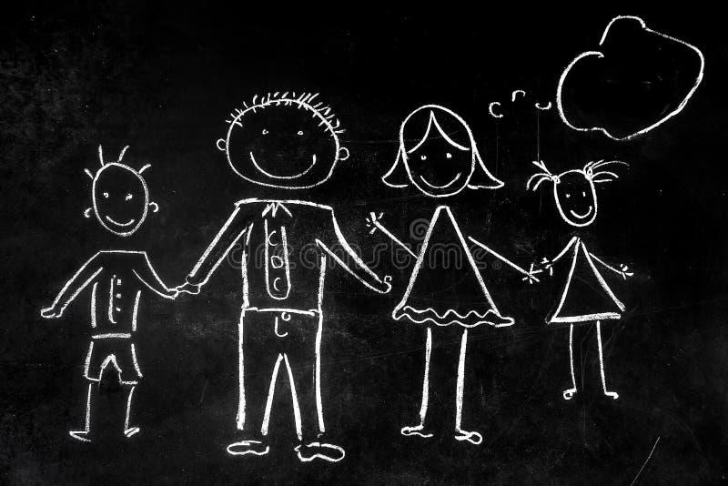 Dra med krita på den svarta bakgrunden av familjen arkivfoto