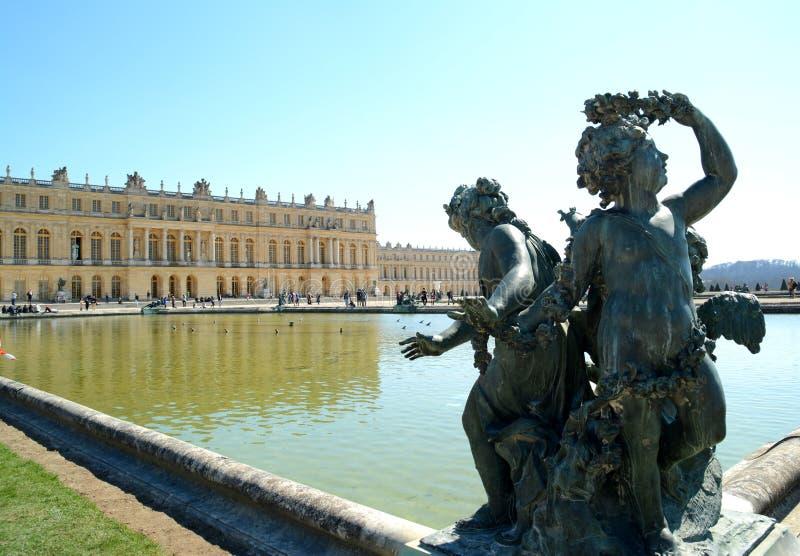 Dra tillbaka av den Versailles slotten royaltyfri fotografi