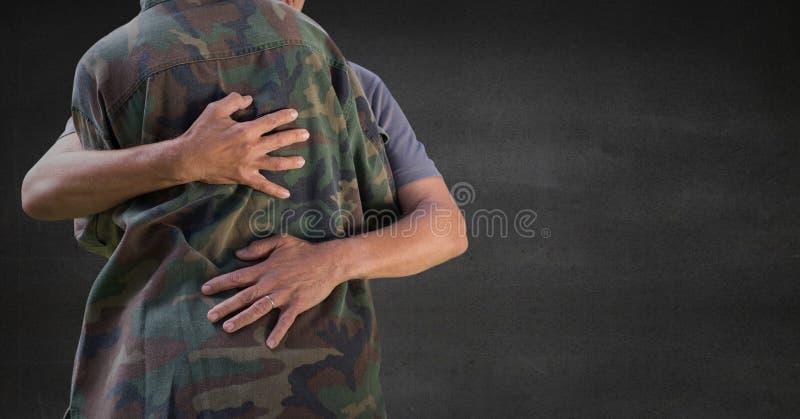 Dra tillbaka av soldaten som kramar mot den gråa väggen royaltyfri illustrationer