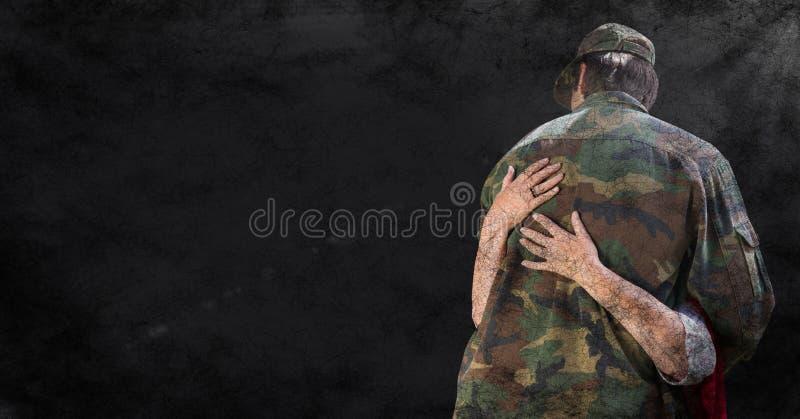 Dra tillbaka av soldaten som kramas mot svart grungebakgrund med samkopieringen och signalljuset royaltyfri illustrationer