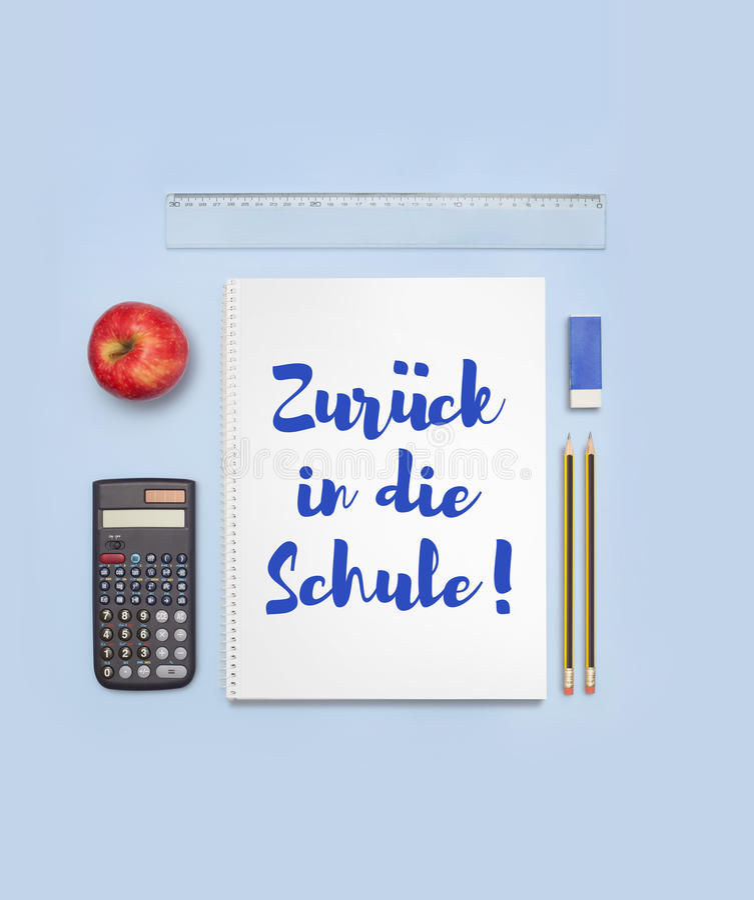 Dra tillbaka till skolabanret som tillbaka säger till skolan i tysk, Zurà som ¼ ck dör in Schule arkivfoto