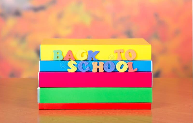 Dra tillbaka till skolan arkivbilder