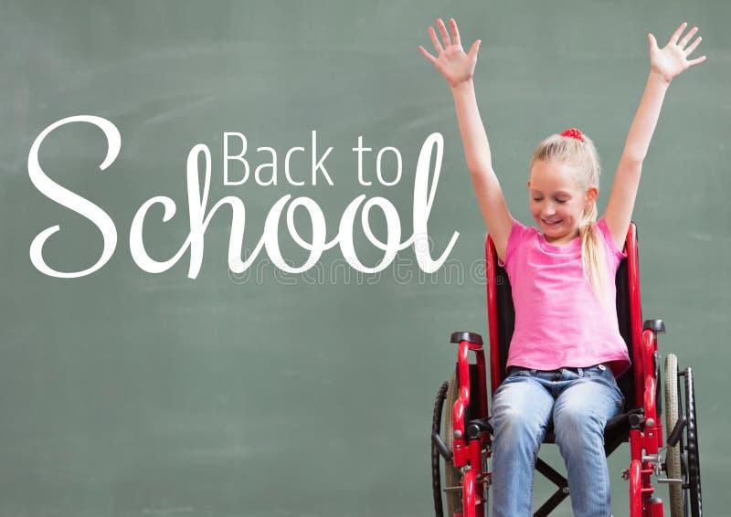 Dra tillbaka till skolatext på svart tavla med den rörelsehindrade flickan i rullstol arkivbild