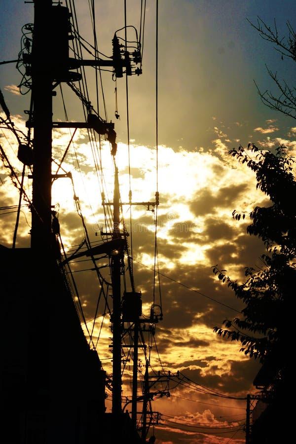 Draad en de zonsondergang royalty-vrije stock afbeelding
