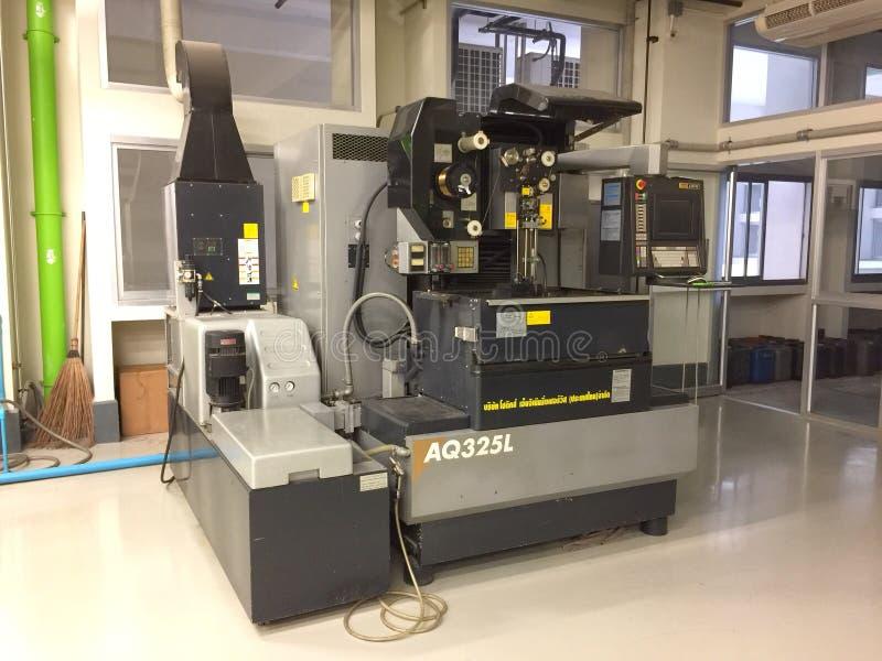 Draadedm machine in workshop voor studie bij de Universiteit van KoningsMongkut ` s van Technologie Thonburi royalty-vrije stock afbeelding