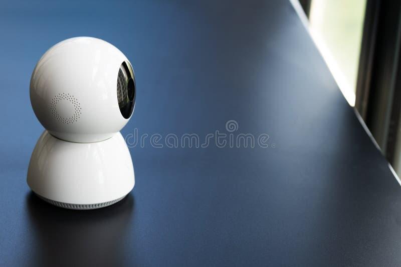 Draadloze kabeltelevisie-veiligheidscamera die in huis werken stock foto's