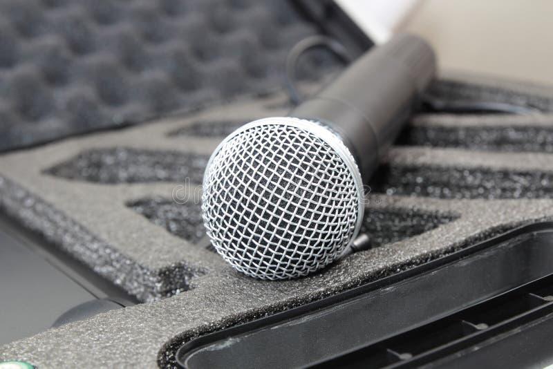 Draadloze microfoon met Ontvanger op zwarte doos royalty-vrije stock foto