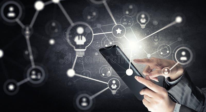 Draadloze verbinding en nieuwe technologieconcept Gemengde media stock afbeelding