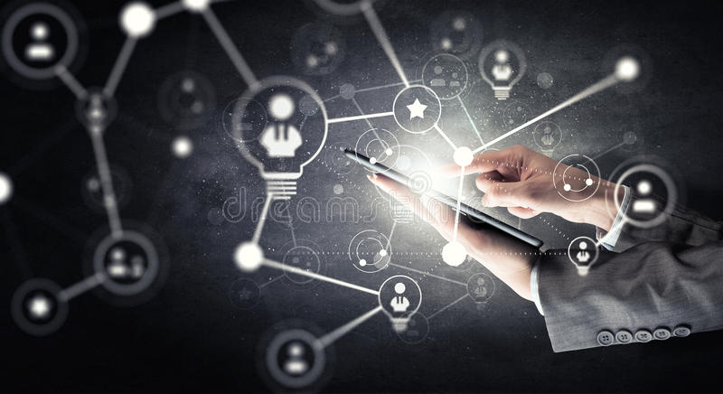 Draadloze verbinding en nieuwe technologieconcept Gemengde media Gemengde media stock fotografie