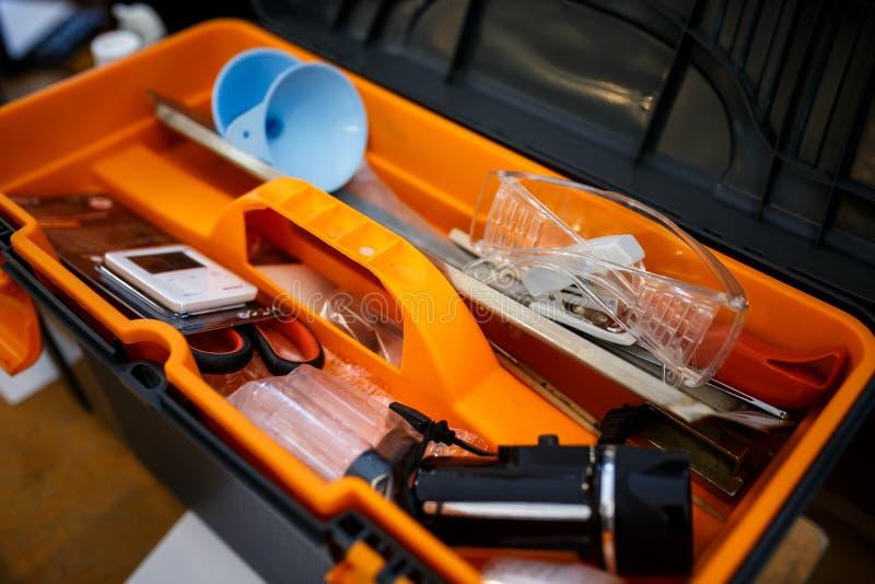 Draagbaar politie gerechtelijk laboratorium in koffer royalty-vrije stock afbeeldingen