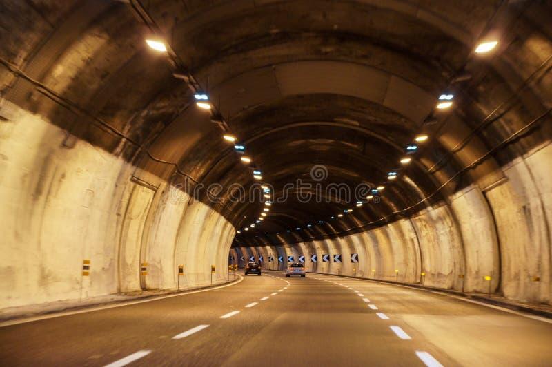 Draai in de tunnel stock foto