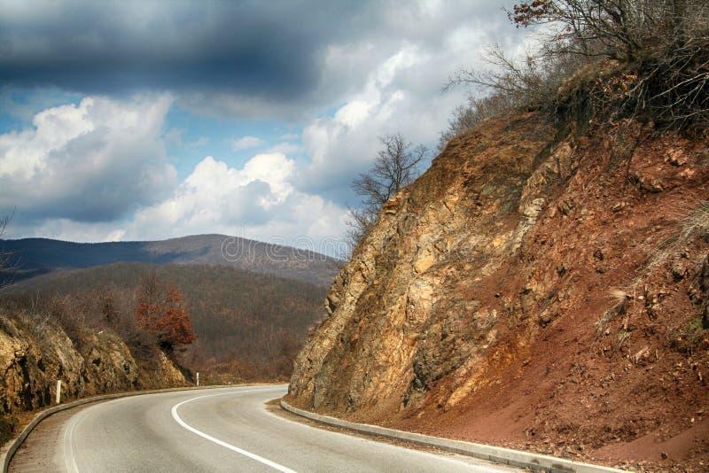 Draai de weg in de bergen royalty-vrije stock fotografie