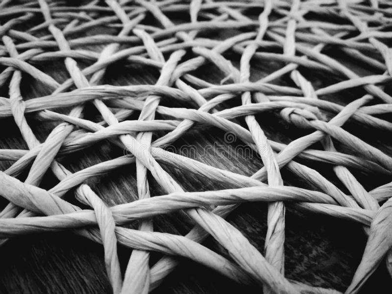 Draai op het zwart-witte hout stock foto's