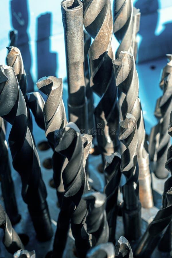 Draaiboren Hulpmiddel om metaal te snijden om gaten te boren stock afbeelding